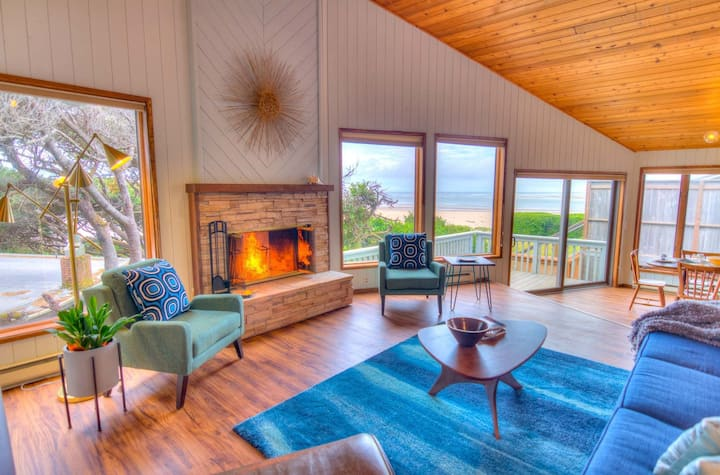 Oceanfront Home,Views, Hot tub and Miles of Sandy Beach!