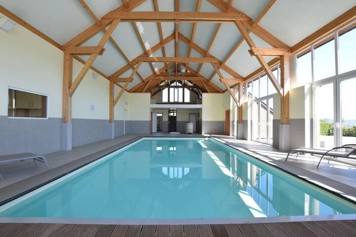Casa contemporánea en Rendeux con piscina al interior