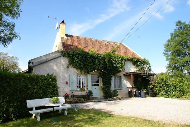 Tradizionalmente costruito la casa rurale a pochi chilometri da Vitry-Laché