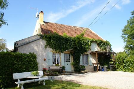 Traditionally built rural holiday home, a few kilometres from Vitry-Laché