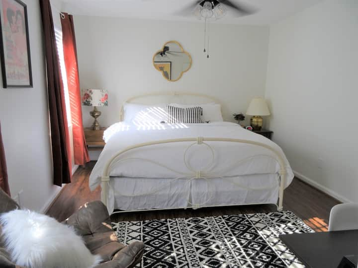 #2 UAB KING SUITE+5 MIN WALK TO RESTAURANT