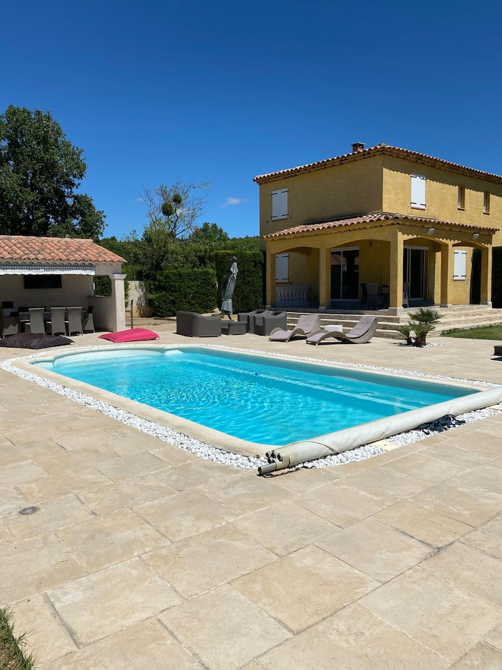 Villa, swimming pool 15 min from Lake Sainte Croix