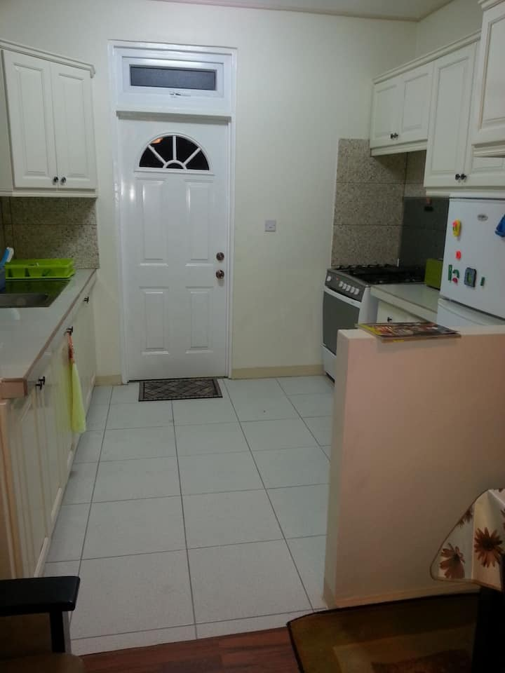Central, modern 3 bed 1 bath apartment in Goodwill