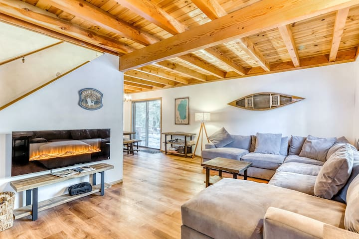 Dreamy dog-friendly getaway in the trees w/ private hot tub & spacious deck!