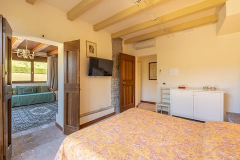 La Quercia- Suite with Garden Access