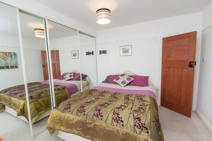 Sweet serviced accommodation, free parking too
