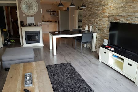 Luxe prive room, tv, kitchen, bathroom dining room - Capelle aan den IJssel - Wohnung