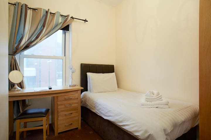Comfy single room ensuite