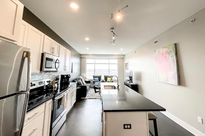 2BR City View Penthouse in Downtown GR