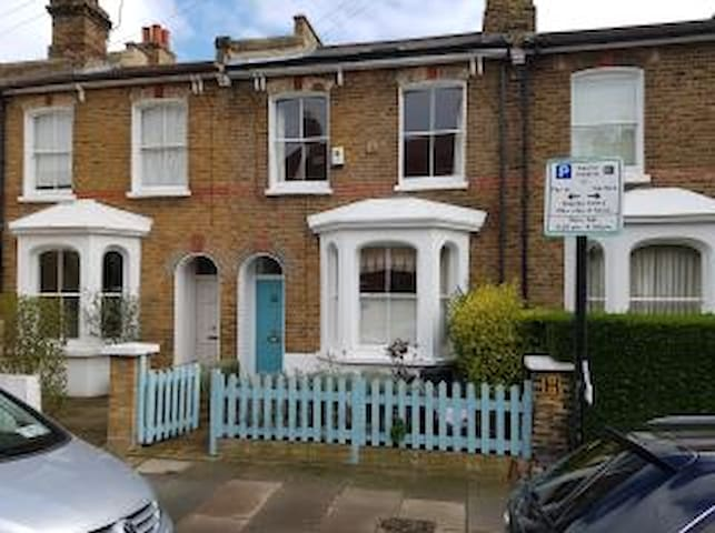 SHORT LET HOUSE on WandsworthCommon - Londres - Casa