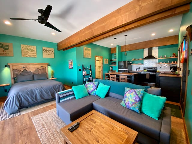 This beautiful and newly renovated studio is waiting for you to have your next Tahoe adventure!