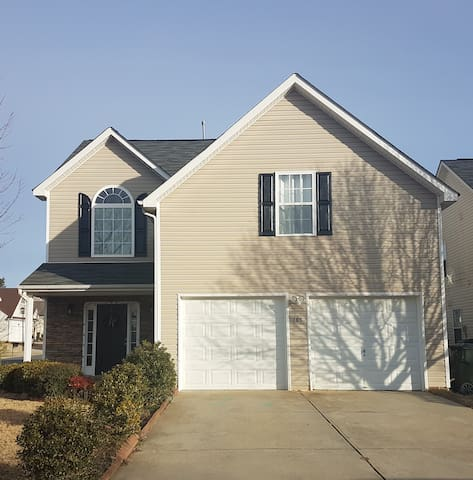 BEAUTIFUL COMFORTABLE PRIVATE HOME IN ROCK HILL