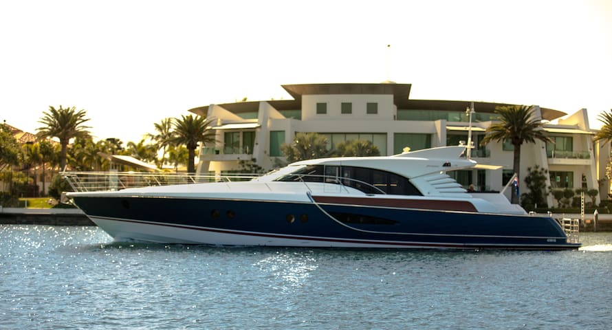 Luxury 80ft Motor Yacht - 4 Bedroom - Main Beach - Boot