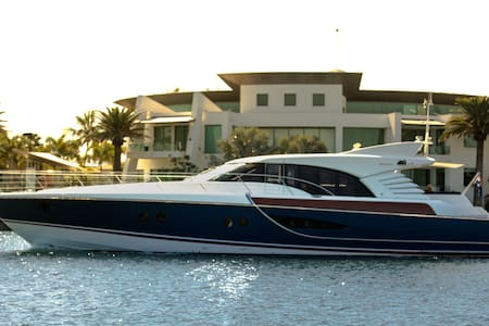 Luxury 80ft Motor Yacht - 4 Bedroom - Main Beach
