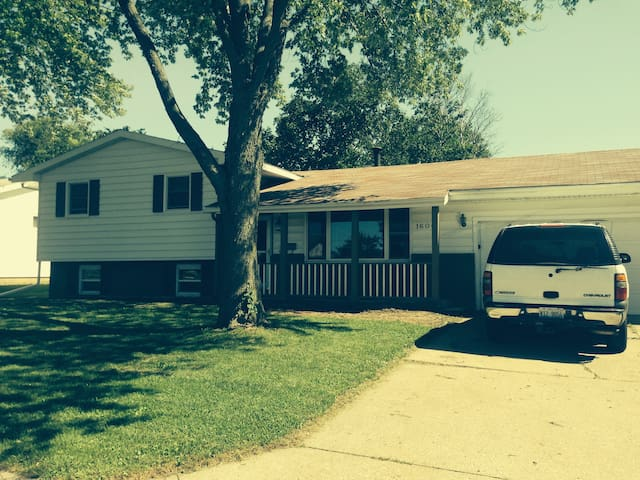 Updated Home in Quiet Area - Rantoul - Haus