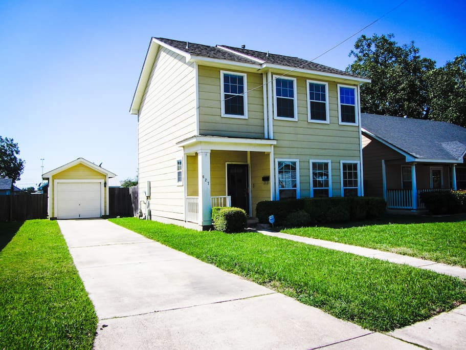 Modern 3BD Home DOWNTOWN RIVERWALK Houses For Rent In