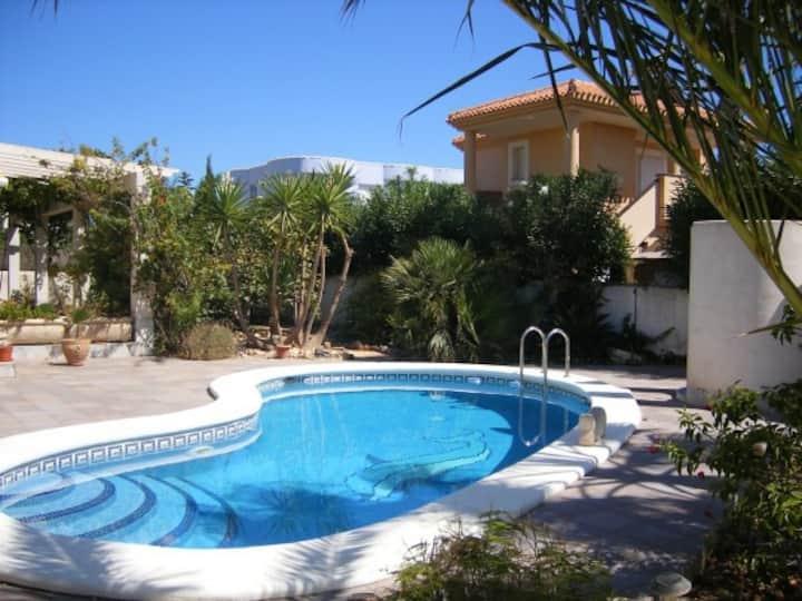 Villa Molineros mit Pool