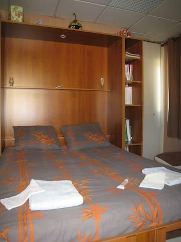 Chambre dans Loft  Oyonnax
