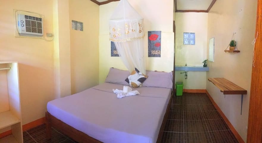 Sannie Pension - Room 3 (1 Queen Bed)