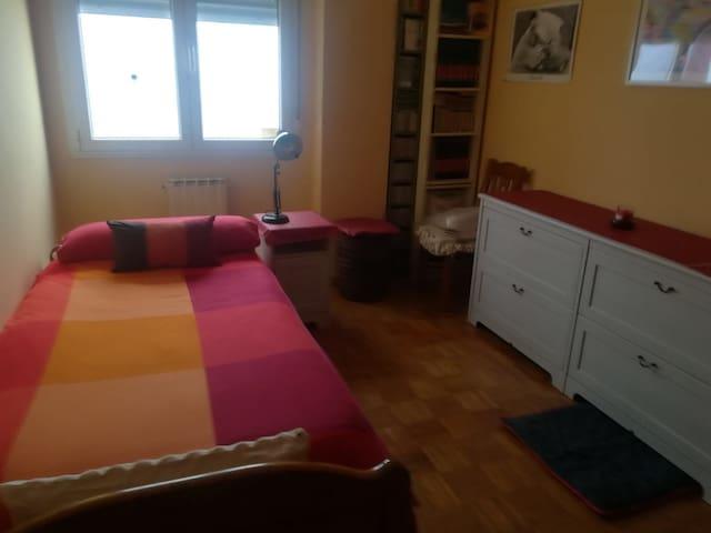 Habitación en el llano con ambiente familiar