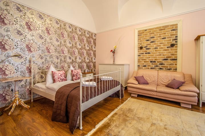It's a perfect combination of super center location and quietness inside the apartment