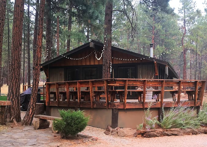 NEWLY Remodeled Sisters Oregon Cozy Cabin