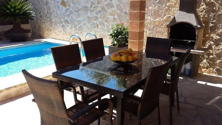 Maison calme 1km mer,piscine privée,air condi,wifi