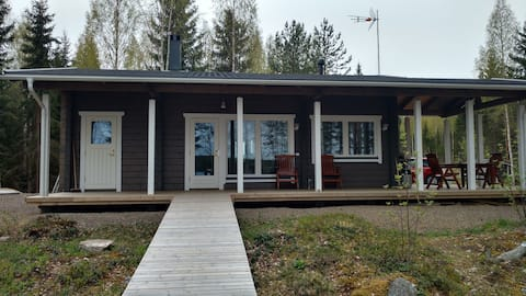 Cozy holiday cottage by the lakeside w/ sauna, BBQ
