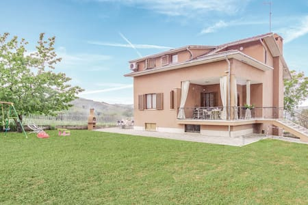 Holiday cottage with 4 bedrooms on 150m² in Montedinove (AP)
