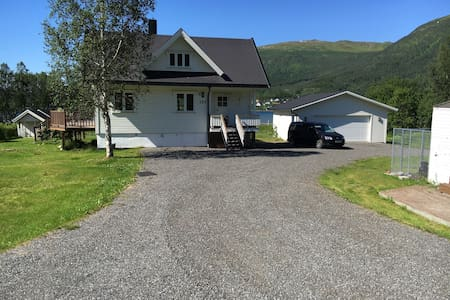 Large Country Home - Tromso - Hus