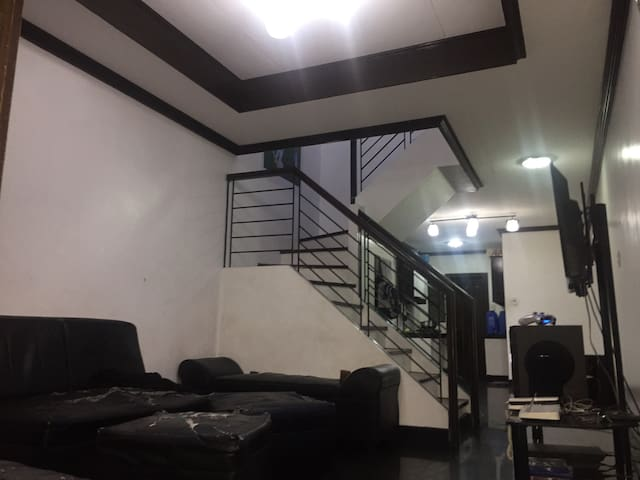3 bedroom apartment, shared room. - Las Pinas - Casa