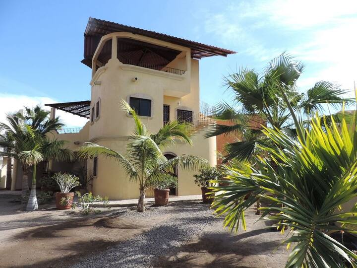 Private Home near Beach, Sleeps 6, Great location