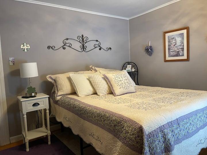 KINHAVEN Cottage room.  NO FEES
