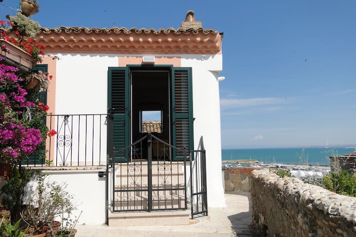 Beautiful house with sea view - Termoli - Hus