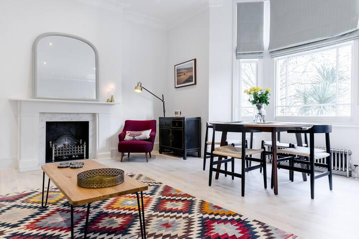 Beautiful Designer 2 bed in Hampstead