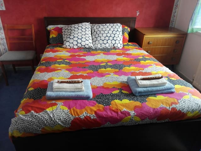 Double room available. Habtacion doble disponible