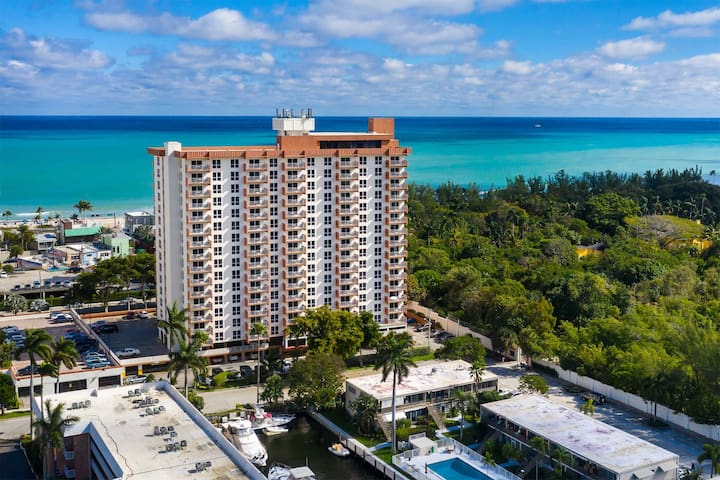 Deluxe Condo in Central Fort Lauderdale Beach