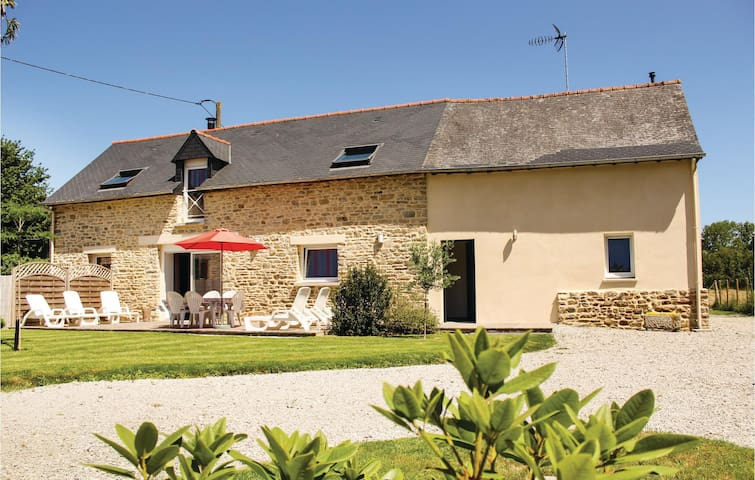 Holiday cottage with 3 bedrooms on 110 m² in Dourdain