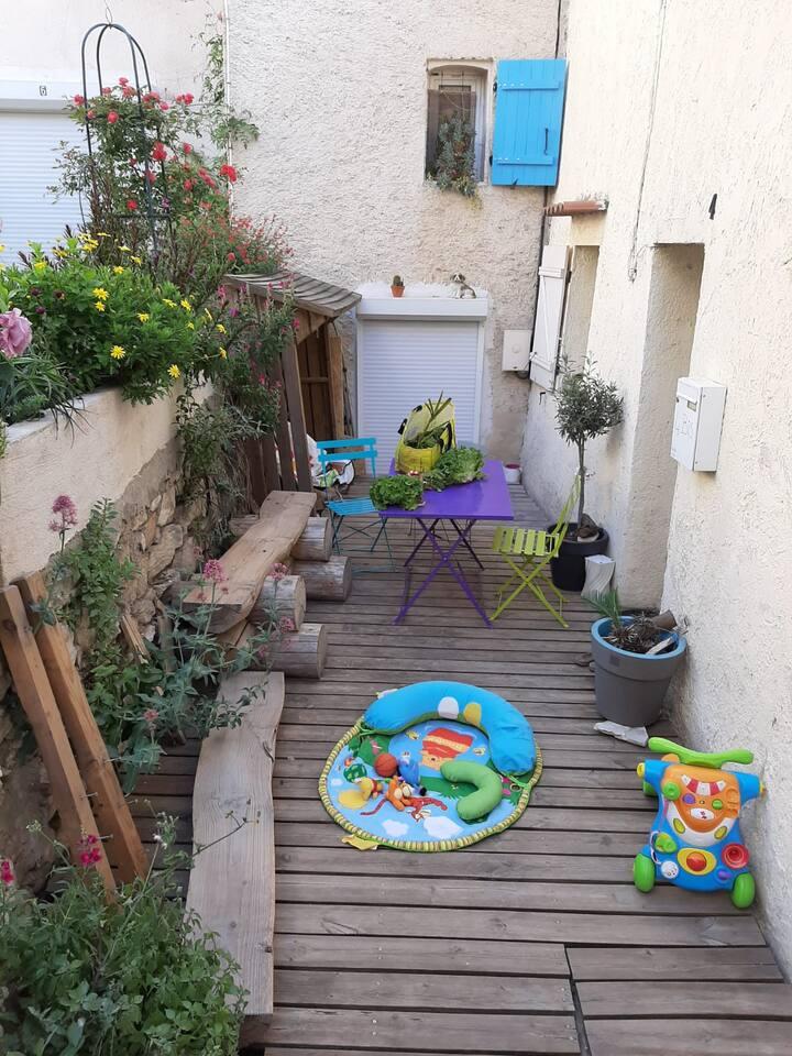 Appartement tout équipé dans village provençal
