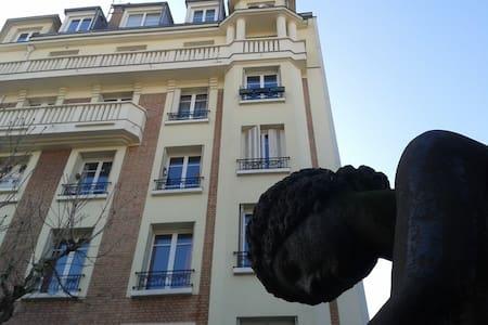 Chambre très cosy dans bâtiment historique - Saint-Maur-des-Fossés - 公寓