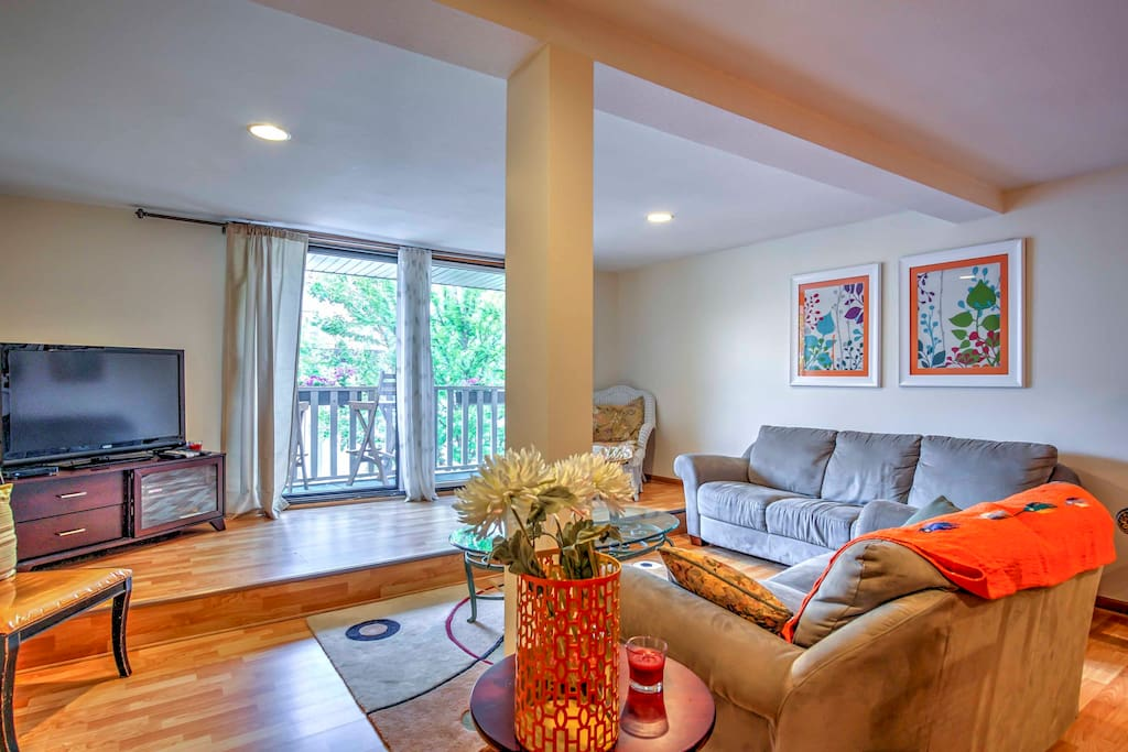 Make the most of your Grand Haven vacation in this 2-bedroom, 1-bathroom vacation rental apartment.