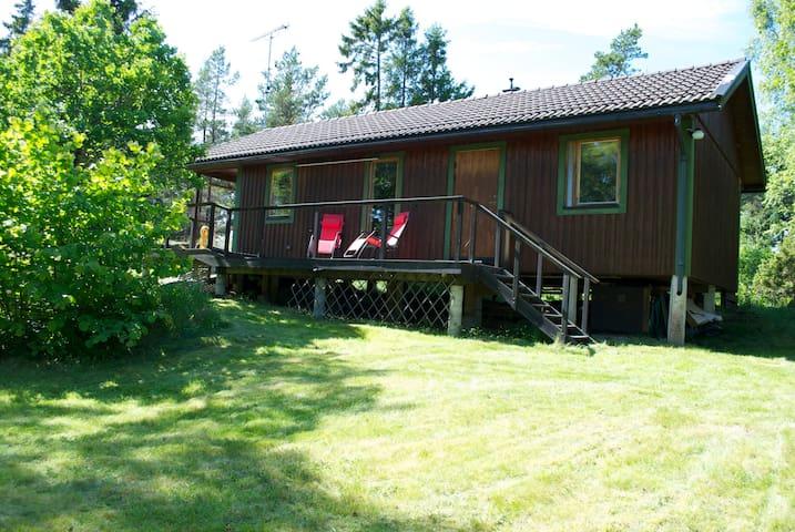 Stuga på Vätö i Stockholmsskärgård - Vätö - Blockhütte
