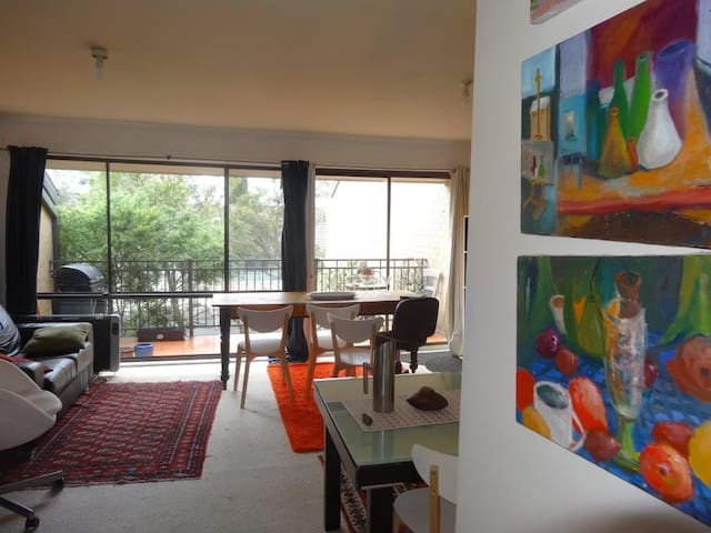 Light and warm inner-north apartment with mod cons - Lyneham