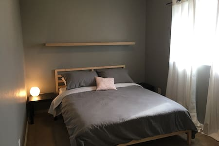 Cozy Comfort Near Downtown Springfield - Springfield - Casa