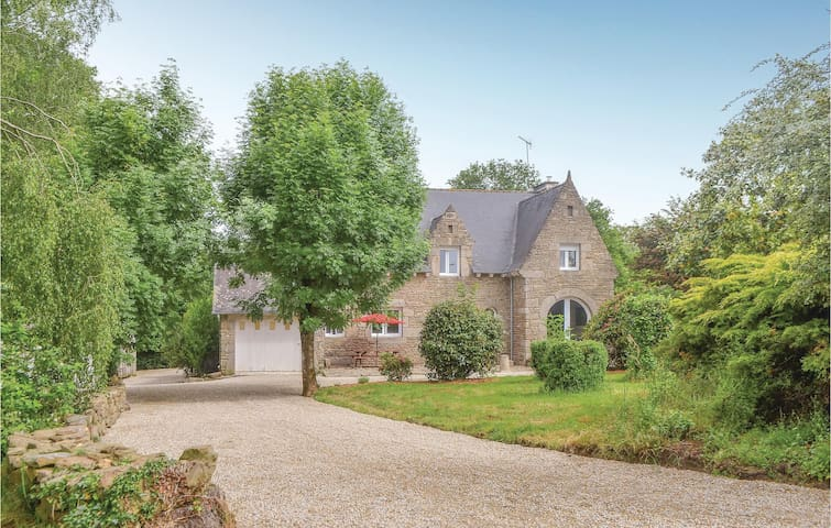 Holiday cottage with 4 bedrooms on 192m² in La Ferrière