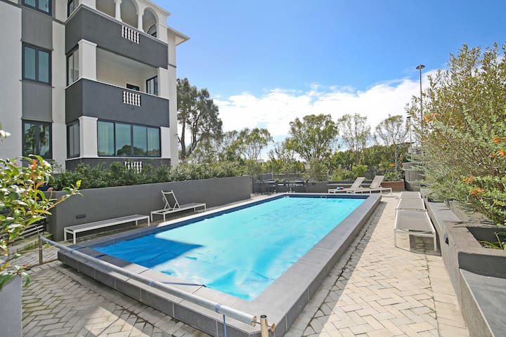 Spacious, modern,1 bed apt in buzzing Green Point.