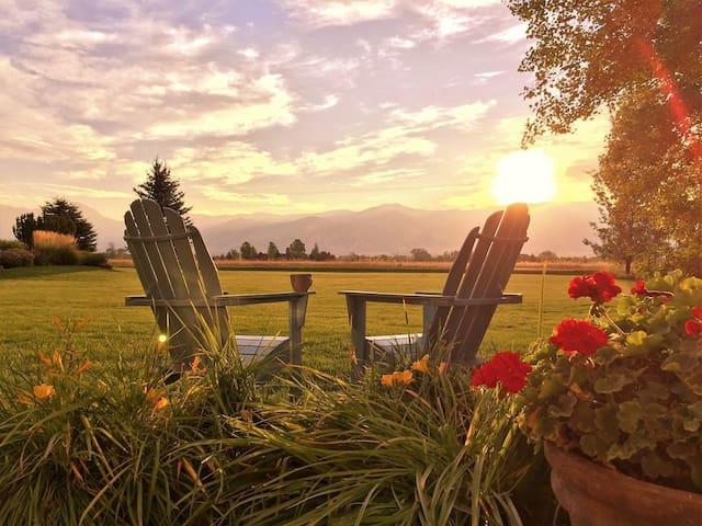 Meet Me In Montana & Enjoy Scenic Mountain Views!