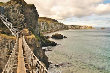 Carrick-a-Rede Rooms, Ballintoy, Family room