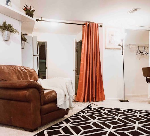 Beautiful private basement with bathroom & kitchen