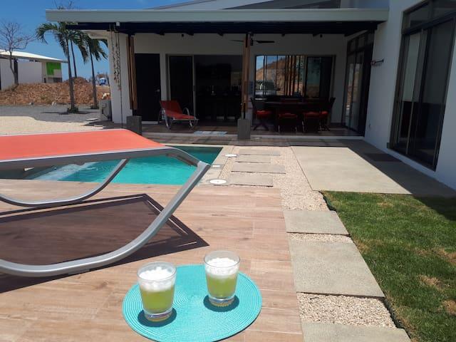 Private pool, outdoor amenities, ocean view